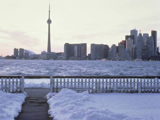 Toronto_skyline_in_winter[1]